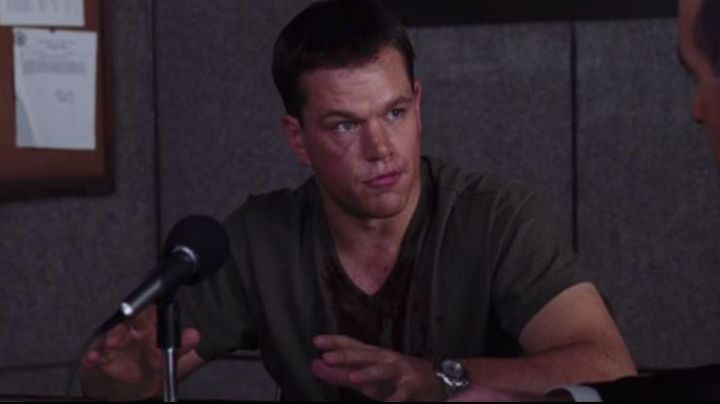 The microphone of the press conference of Colin Sullivan (Matt Damon) in The Departed - Movie Outfits and Products