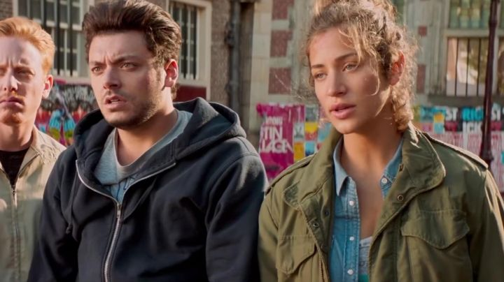 Fashion Trends 2021: The military jacket by Manon (Manon Azem) in Gangsterdam