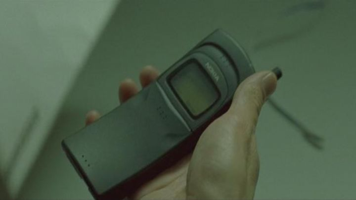The mobile phone Nokia 8110 Neo (Keanu Reeves) in the Matrix - Movie Outfits and Products