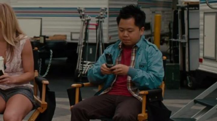 The mobile phone of Chuck (Matthew Moy) in Sex Friends - Movie Outfits and Products
