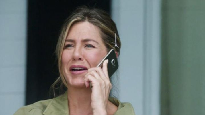 The mobile phone of Sandy (Jennifer Aniston) in Happy mother's day #fetedesmeres2017 - Movie Outfits and Products