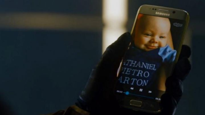 The mobile phone seen in Avengers The age of Ultron - Movie Outfits and Products