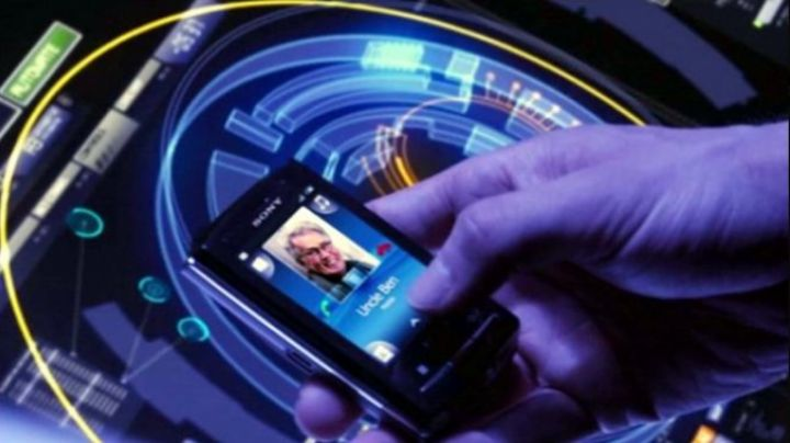 The mobile phone seen in The Amazing Spiderman - Movie Outfits and Products