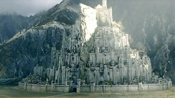 The model of Minas Tirith in the lord of The rings the return of The king - Movie Outfits and Products