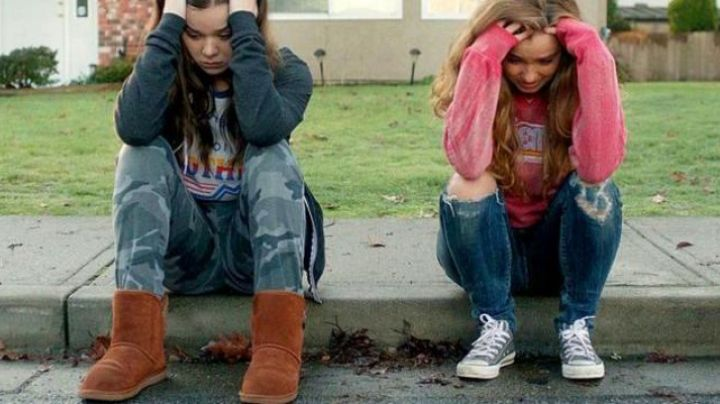 Fashion Trends 2021: The moon boots brown Nadine Franklin (Hailee Steinfeld) in The edge of seventeen