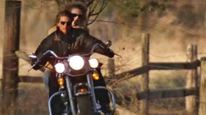 The motorcycle Harley-Davidson FLSTC Heritage Softail Classic Cole Trickle (Tom Cruise) in Days of Thunder - Movie Outfits and Products