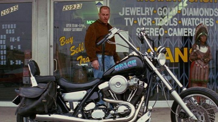 The motorcycle Harley-Davidson FXR Super Glide Butch Coolidge (Bruce Willis) in Pulp Fiction movie