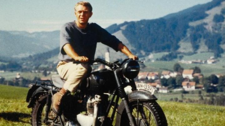 The motorcycle Triumph TR-6 Trophy captain Virgil Hilts (Steve McQueen) in The Great Escape movie