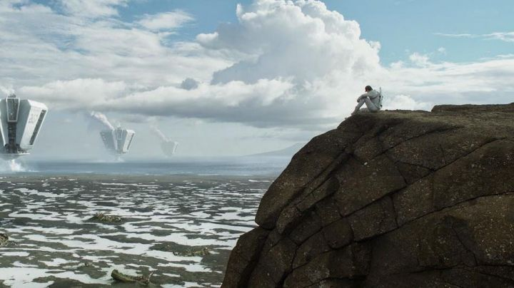 The mountain Jarlhettur in Iceland in Oblivion - Movie Outfits and Products