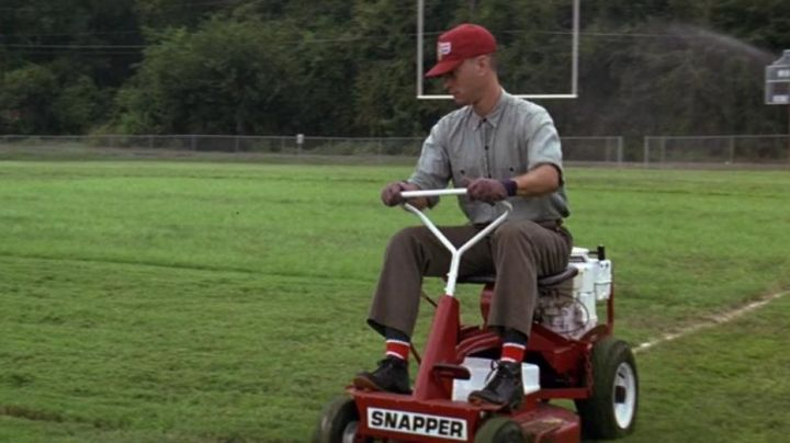 The mower Snapper Forrest Gump (Tom Hanks) in Forrest Gump