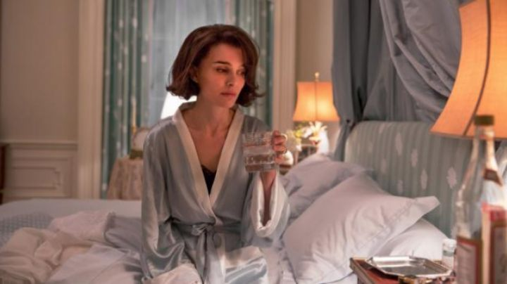 The naked blue sky of Jackie Kennedy (Natalie Portman) in Jackie - Movie Outfits and Products