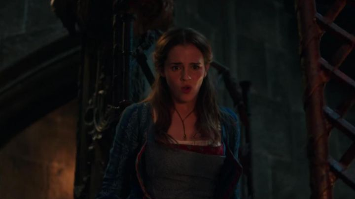 The necklace Belle (Emma Watson) in beauty and The beast - Movie Outfits and Products