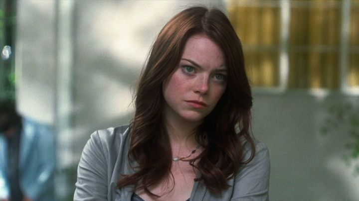 The necklace Gurhan Hannah Weaver (Emma Stone) in Crazy