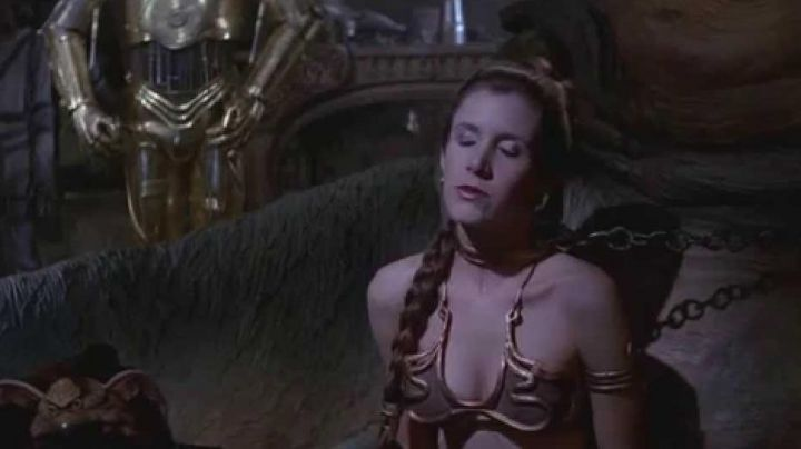 The necklace in copper wrought of Princess Leia (Carrie Fisher) slave in Return of The Jedi - Movie Outfits and Products