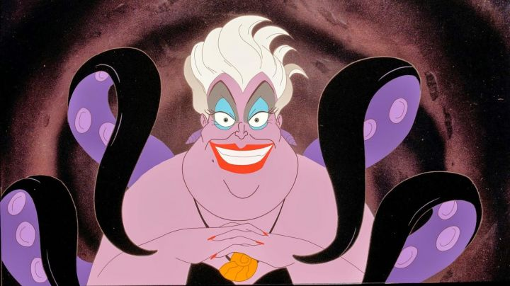 The necklace in the shape of a seashell of Ursula in the cartoon The little mermaid