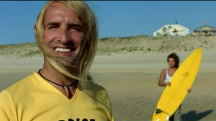 """The necklace """"shark tooth"""" Brice Agostini (Jean Dujardin) in Brice de Nice - Movie Outfits and Products"""