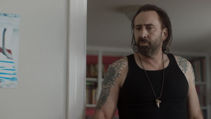 The necklace shark tooth worn by Joe (Nicolas Cage) in Between Worlds Movie