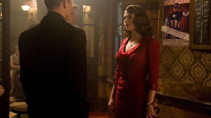 Fashion Trends 2021: The necklace with pendant black heart of Agent Peggy Carter in Captain America: The First Avenger