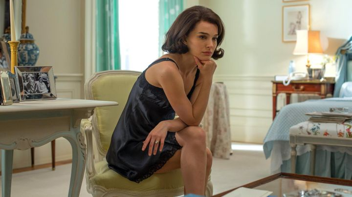 The nightie black Jackie Kennedy (Natalie Portman) in Jackie - Movie Outfits and Products