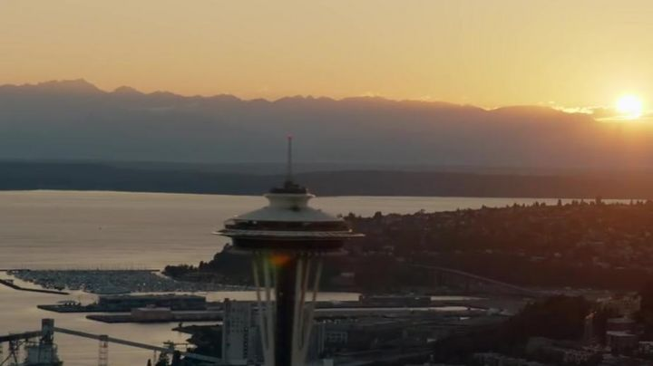 The observation tower at the Harbour Centre of Vancouver in Fifty shades lighter - Movie Outfits and Products