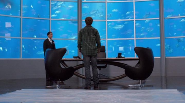 The office chair view in the office aquarium in the miller family - Movie Outfits and Products