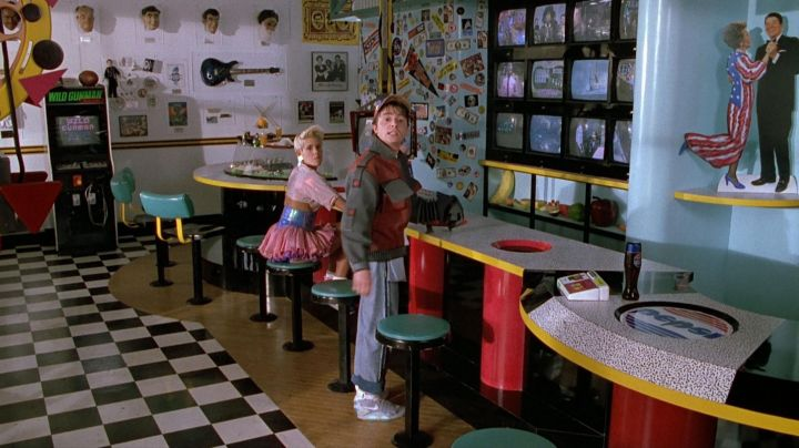 The official  of the Nike Air Mag of Marty McFly (Michael J. Fox) in Back to the future II - Movie Outfits and Products