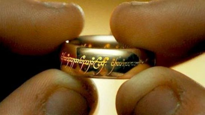 The one Ring the Lord of the Rings - Movie Outfits and Products
