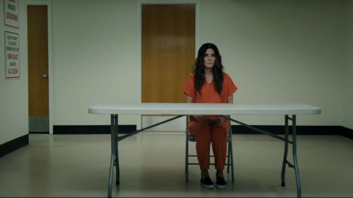 The orange outfit of a prisoner of Debbie Ocean (Sandra Bullock) in Ocean's Eight - Movie Outfits and Products