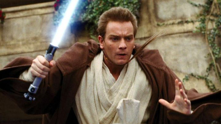 The outfit Jedi Obi Wan Kenobi (Ewan McGregor) in Star Wars I : The Phantom Menace - Movie Outfits and Products