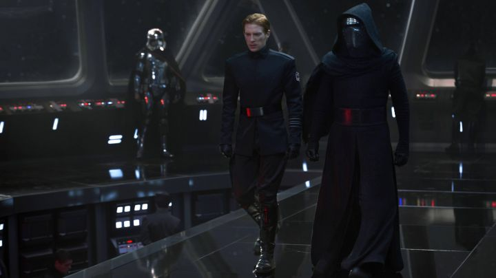 """Fashion Trends 2021: The outfit + boots + helmet of Kylo Ren (Adam Driver) in """" Star Wars VII : The awakening of the Force"""