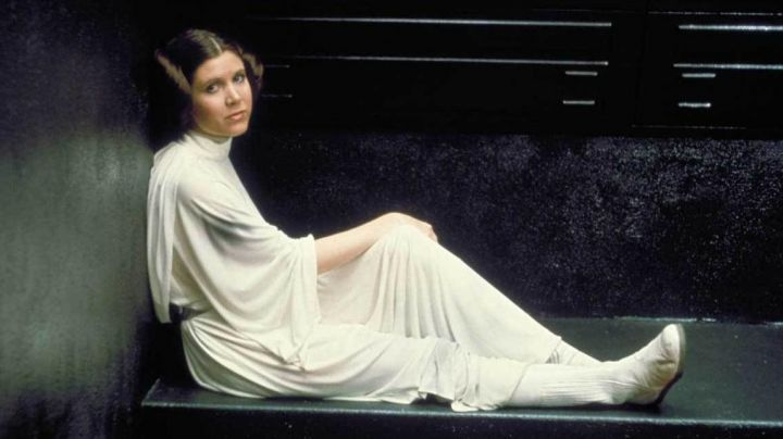 The outfit of Princess Leia (Carrie Fisher) in Star wars - Movie Outfits and Products