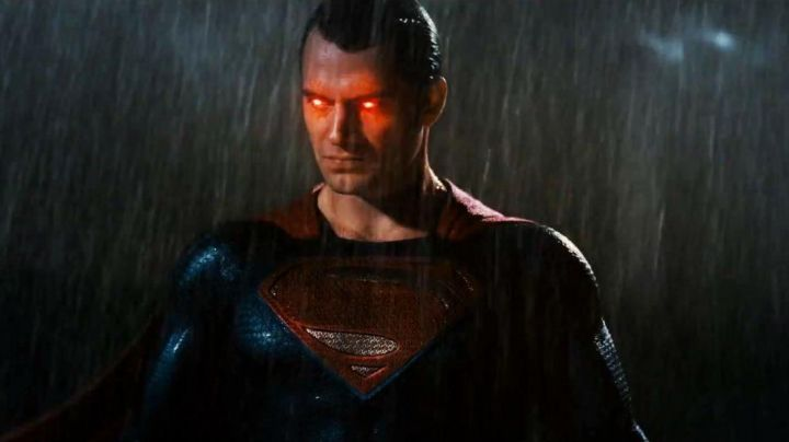 Fashion Trends 2021: The outfit of Superman (Henry Cavill) in Batman v Superman : Dawn of Justice
