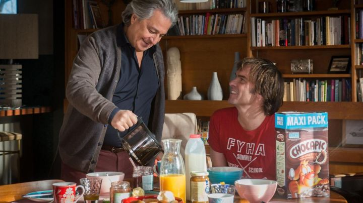 The package of Nestlé Chocapic Breakfast Cereals Patrick (Sébastien Thiery) in Momo - Movie Outfits and Products