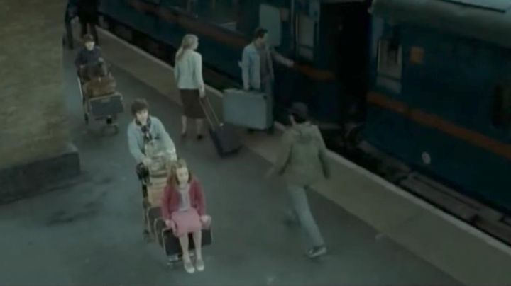 The pair of Bensimon pink the daughter of Harry and Ginny Potter in Harry Potter 8 - Movie Outfits and Products