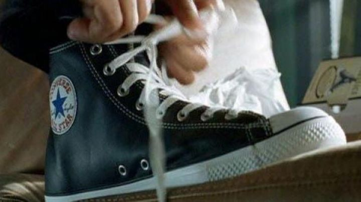 The pair of Converse officer Del Spooner (Will Smith) in I, Robot - Movie Outfits and Products