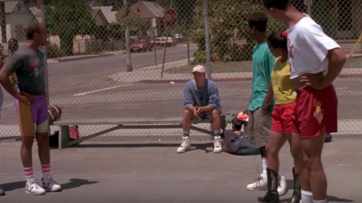 Fashion Trends 2021: The pair of Nike Air Force command's worn by Billy Hoyle (Woody Harrelson) in white do not know how to jump