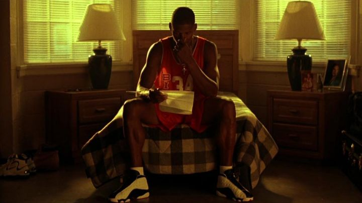 The pair of Nike Air Jordan XIII of Jesus Shuttlesworth (Ray Allen) in He got game - Movie Outfits and Products