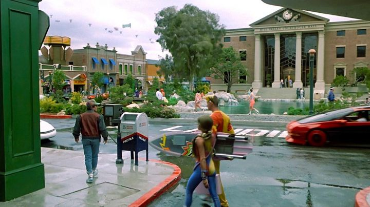 The pair of Nike Air Mag in Back to the future II - Movie Outfits and Products
