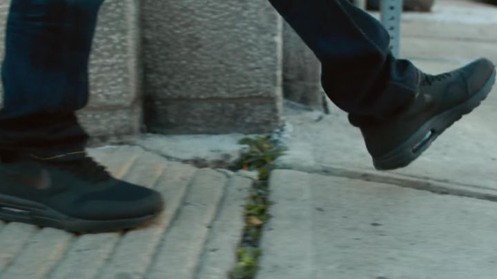 The pair of Nike Air Max of Paul Kersey (Brice Willis) in Death Wish - Movie Outfits and Products