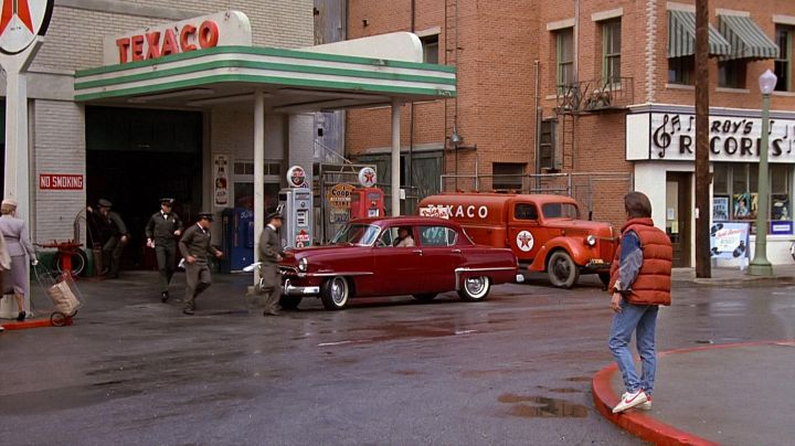 Fashion Trends 2021: The pair of Nike Bruin logo red Marty McFly (Michael J. Fox) in Back to the Future