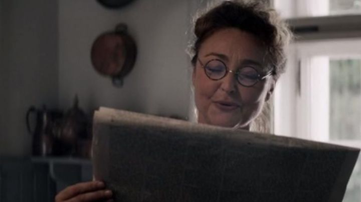 The pair of round glasses of Marguerite Dumont (Catherine Frot) in Margarita Movie