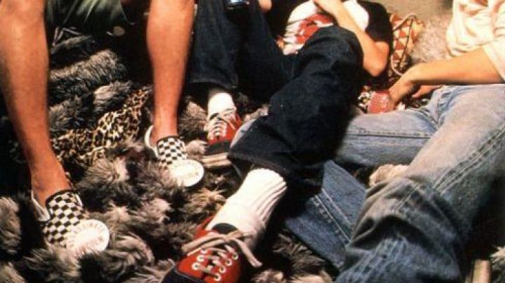 The pair of shoes Vans Slip On checkered in Fast Times at Ridgemont High - Movie Outfits and Products