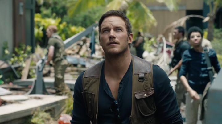 The pair of sunglasses Ray-Ban of Owen Grady (Chris Pratt) in Jurassic World: Fallen Kingdom - Movie Outfits and Products