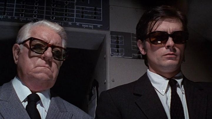 The pair of sunglasses Roger Sartet (Alain Delon) in le clan des siciliens - Movie Outfits and Products
