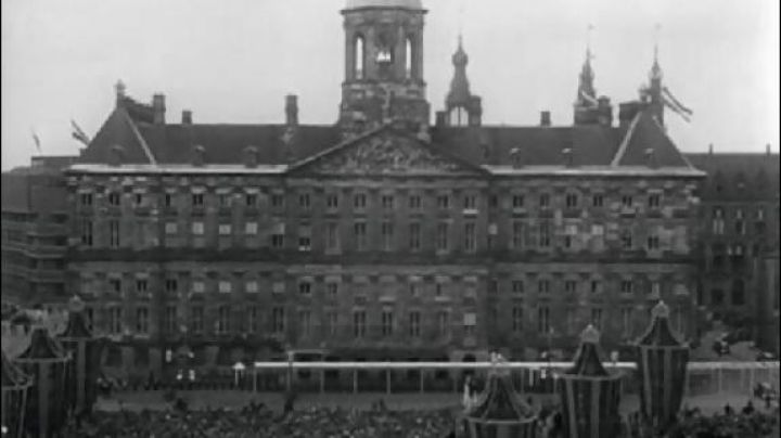 The palace Koninklijk Dam Square in Amsterdam in roman Holiday - Movie Outfits and Products