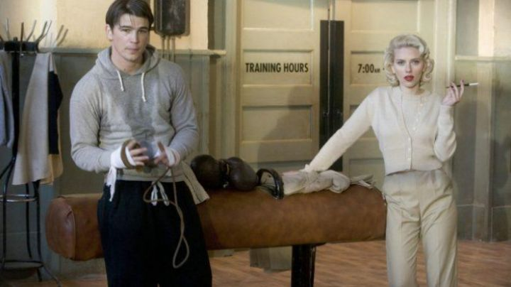 The pants clip beige for Kay Lake (Scarlett Johansson) in The Black Dahlia - Movie Outfits and Products