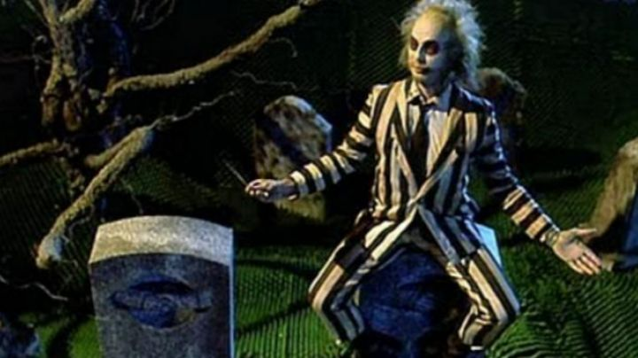 The pants have black and white stripes (female version) Michael Keaton in Beetlejuice - Movie Outfits and Products