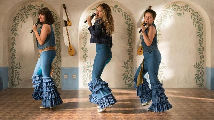 The pants / jean disco ruffled Donna (Lily James) in Mamma Mia! Here We Go Again - Movie Outfits and Products