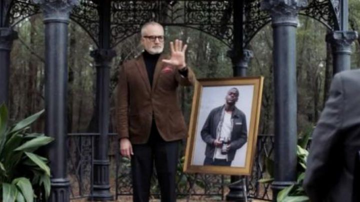 The pants of Dean Armitage (Bradley Whitford) in Get out - Movie Outfits and Products