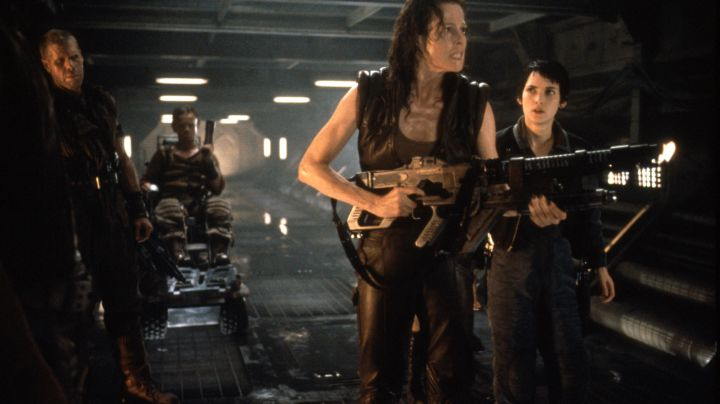 The pants of Ellen Ripley (Sigourney Weaver) in Alien Resurrection - Movie Outfits and Products